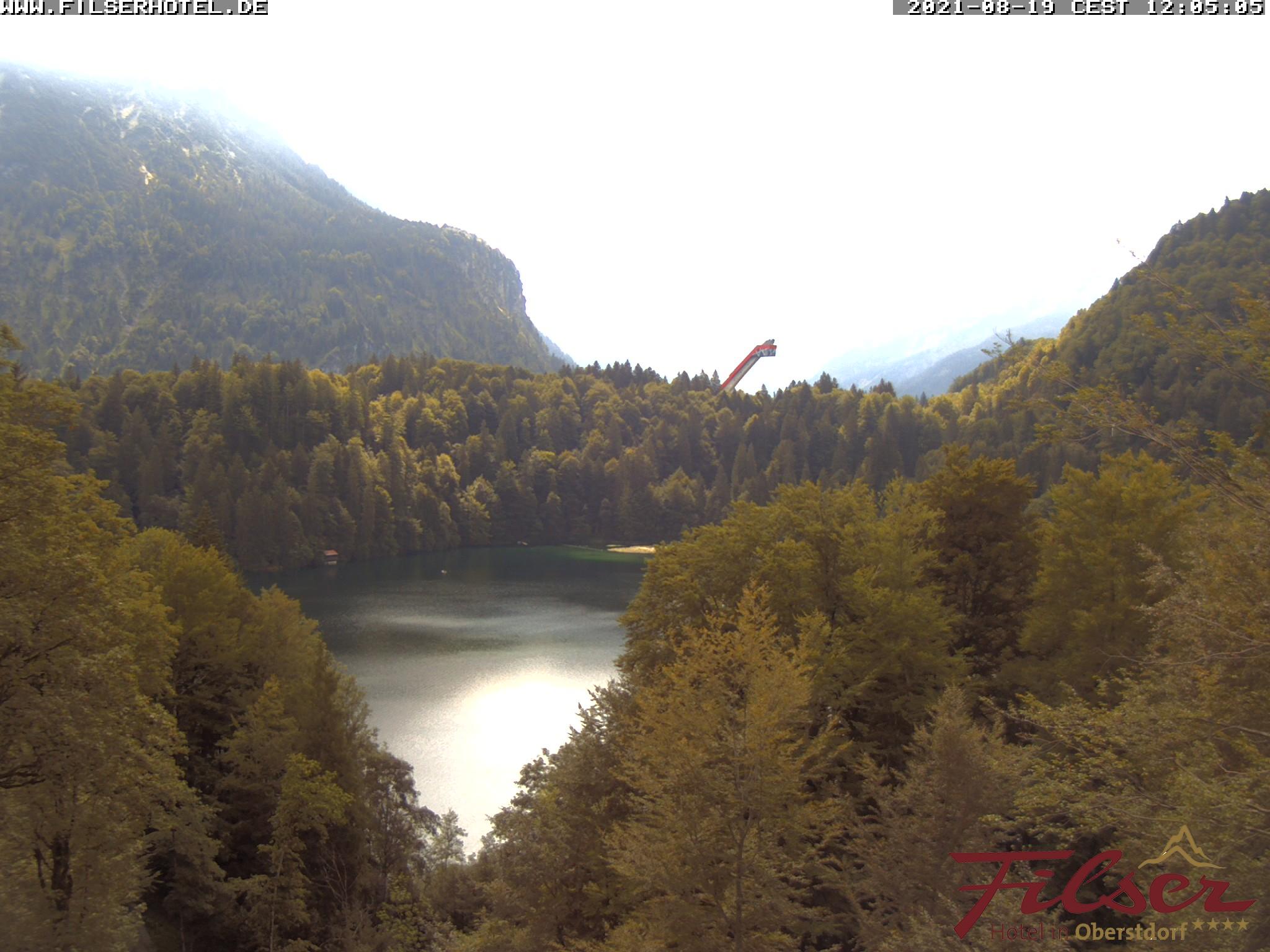 Webcam Allgäu - Oberstdorf - Die Webcam zeigt den Blick in Richung Süden auf den Freibergsee vom Filser Schlößle.