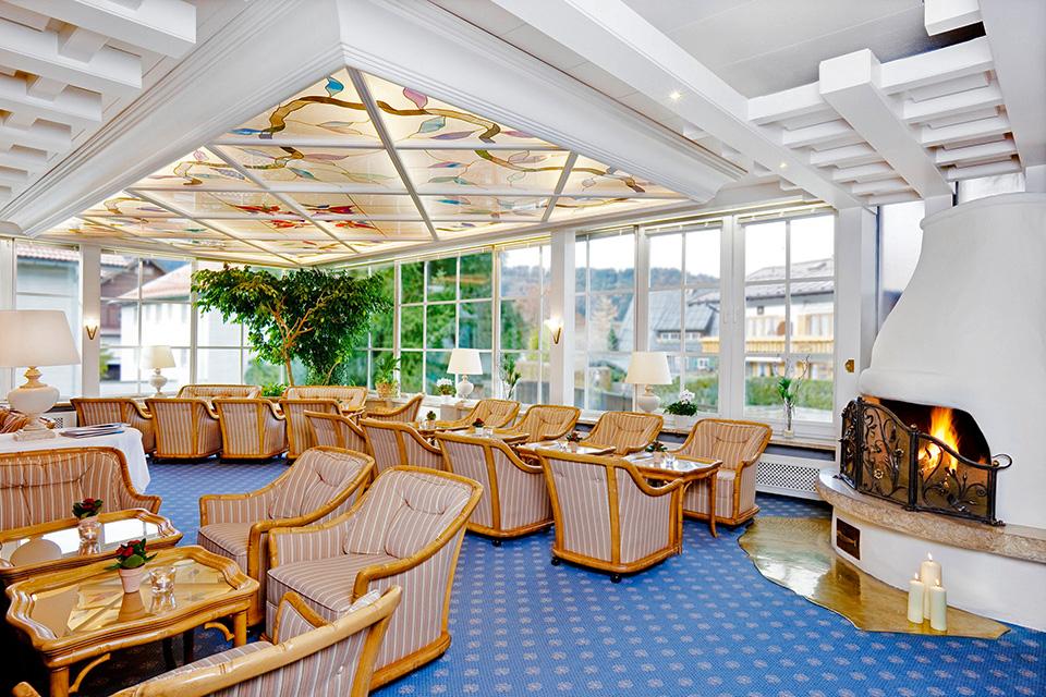 hotelterrasse mit wintergarten in oberstdorf. Black Bedroom Furniture Sets. Home Design Ideas